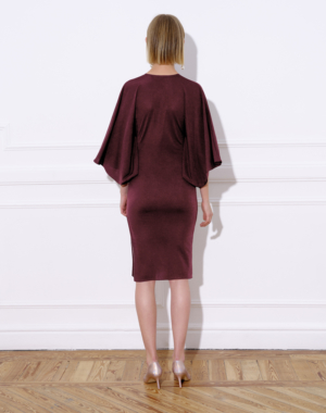 Midi lurex knit dress, v-shaped gathering and wide batwing sleeves. Split on the left side and fully-lined back.